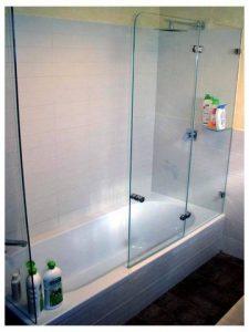 אמבטיון זכוכית עם דלתות נפתחות
