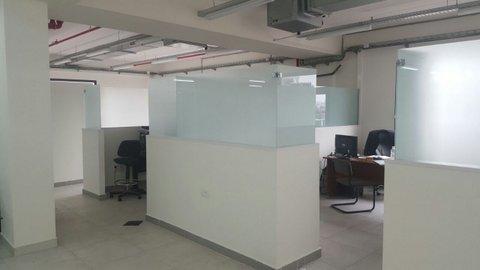 מחיצות זכוכית במשרד